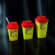 Contenitori per rifiuti speciali e taglienti in PP  da 4 lt.  forma quadrata-Cf.40pz