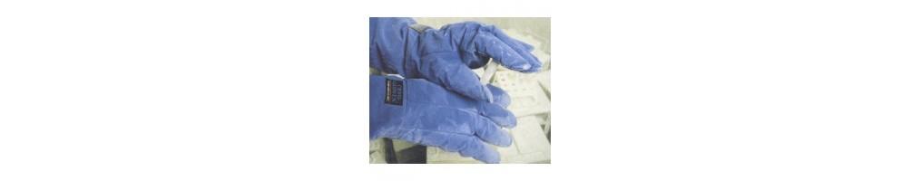 Guanti per protezione da temperature estreme e occhiali protezione da UV